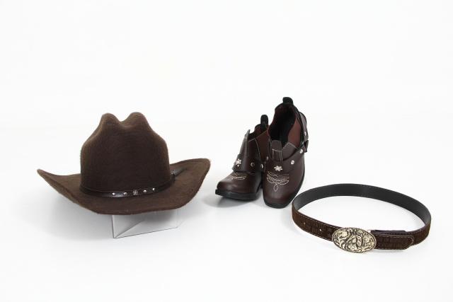 bota, chapéu e cinto country