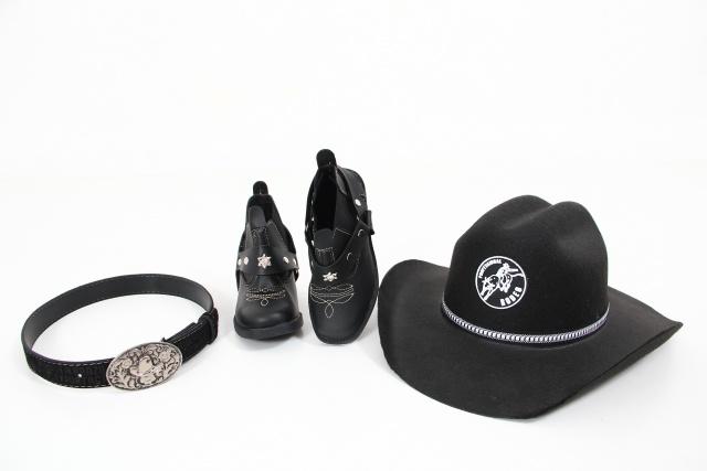 bota, chapéu e cinto preto country